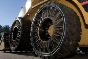 Tweel Airless Tire In A Commercial Application photo credit: http://www.michelintweel.com/aboutTweel.html
